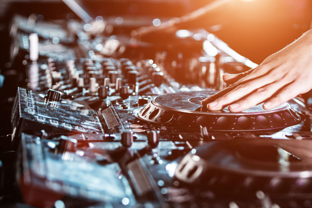 Difference Between DJ Controller and Mixer